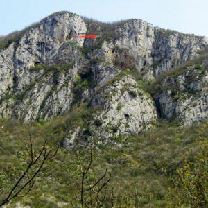 Porche fortifié dans les falaises de Niaux